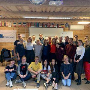 Apmācībās pilnveidotas zināšanas un prasmes par mobilo darbu ar jauniešiem lauku teritorijās