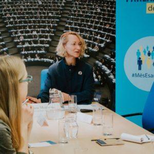 Domapmaiņa starp Eiropas Parlamenta deputāti Daci Melbārdi un jaunatnes politikas jomas pārstāvjiem